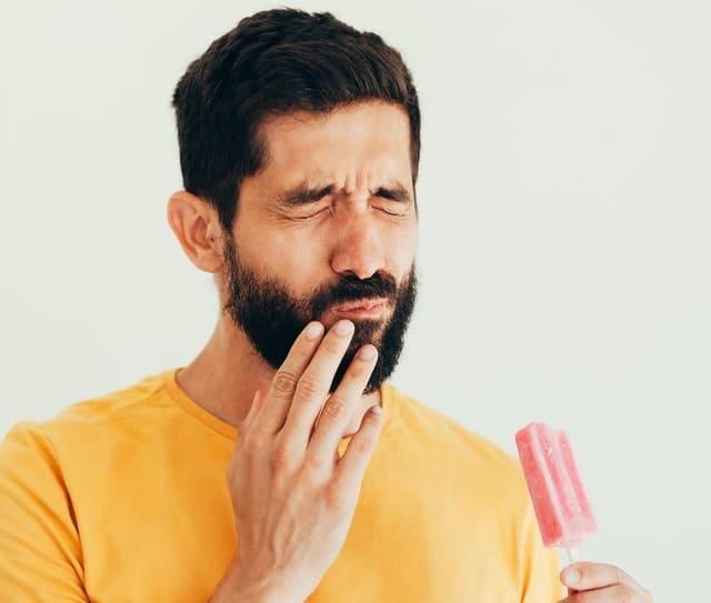 Dentifrice-pour-dents-sensibles