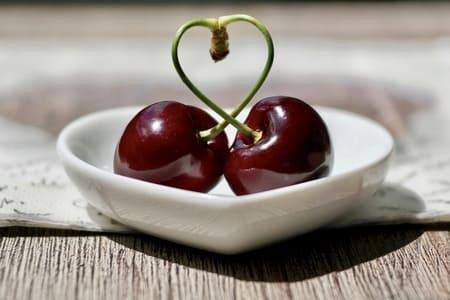 Cerise-noire-aliments-qui-stimulent-la-serotonine