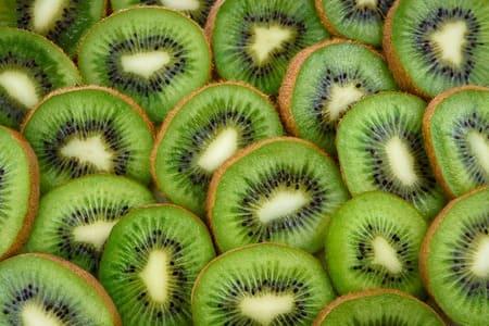 Kiwi-aliments-qui-stimulent-la-serotonine