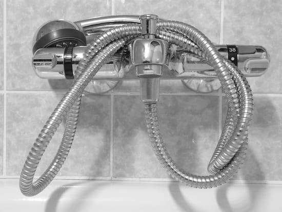 Les-erreurs-les-plus-courantes-sous-la-douche-leau-est-trop-chaude