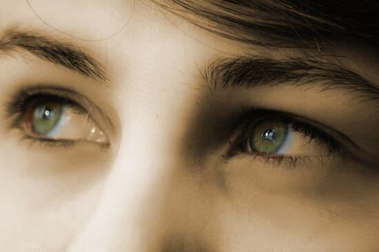 Regardez-dans-les-yeux-de-quelquun
